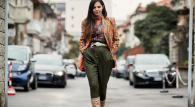 'С чем носить брюки-бананы. 30 стильных образов