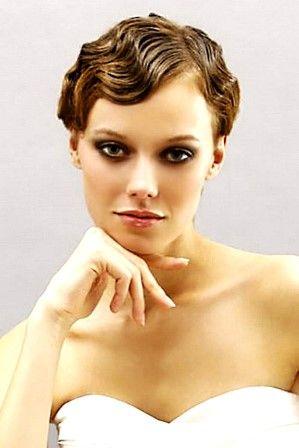 Свадебная ретро прическа на короткие волосы