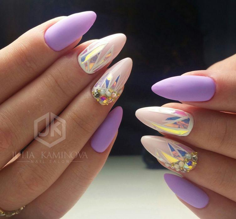 Фиолетовый маникюр с белым