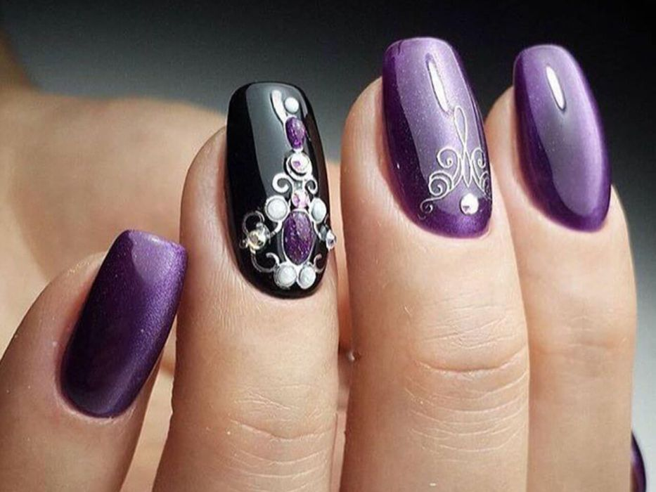 Фиолетовый маникюр с черным гель-лаком
