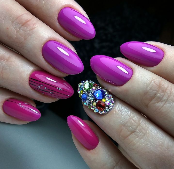Фиолетовый маникюр с розовым