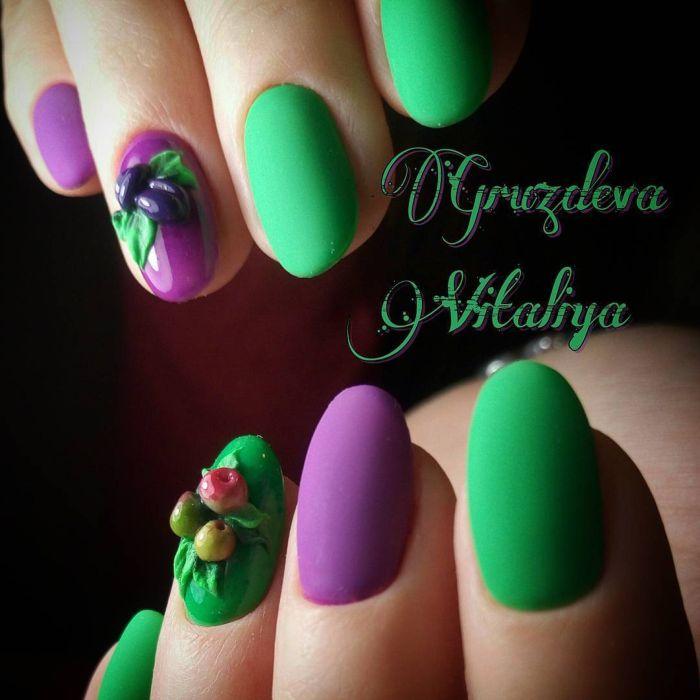 Фиолетовый маникюр с зеленым гель-лаком
