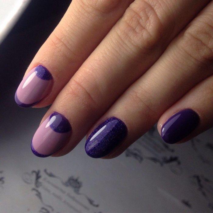 Фиолетовый лунный маникюр
