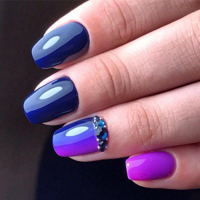 Фиолетовый маникюр с синим гель-лаком