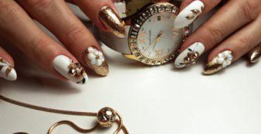 Модный маникюр с блестками