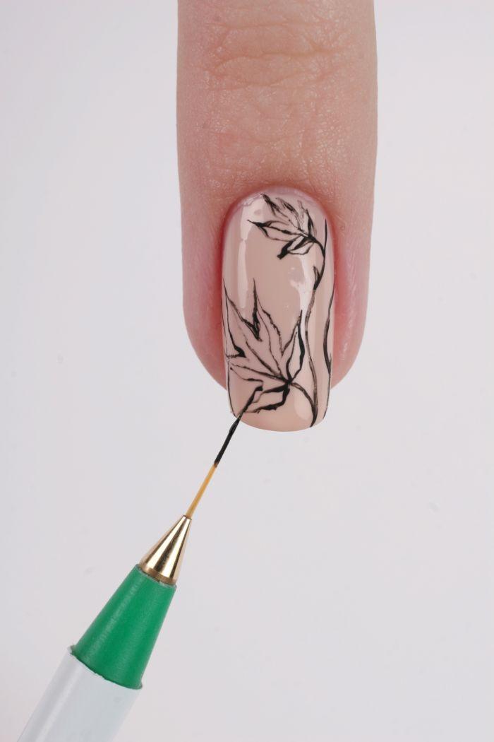 Осенний рисунок на ногтях