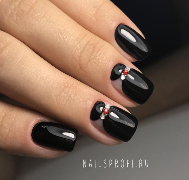 Черный лунный маникюр