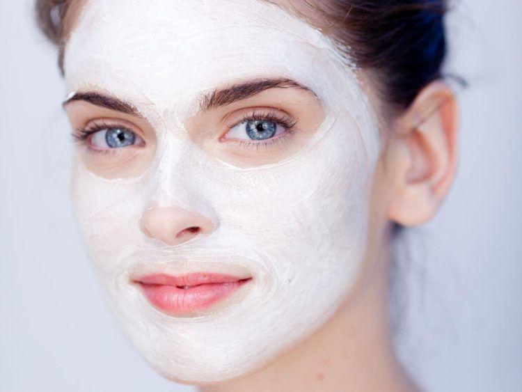 Уход за кожей зимой: использование питательных масок