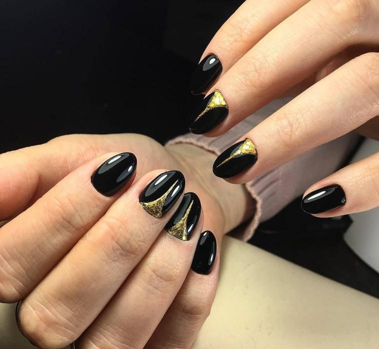 Черно-золотой маникюр с блестками и глиттером