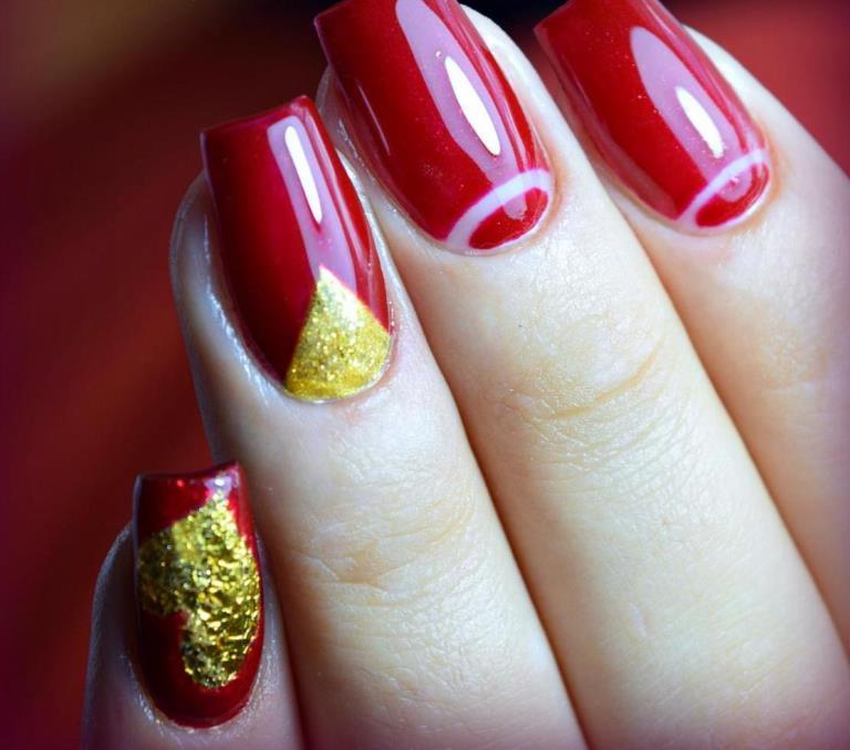 Красно-золотой маникюр с фольгой