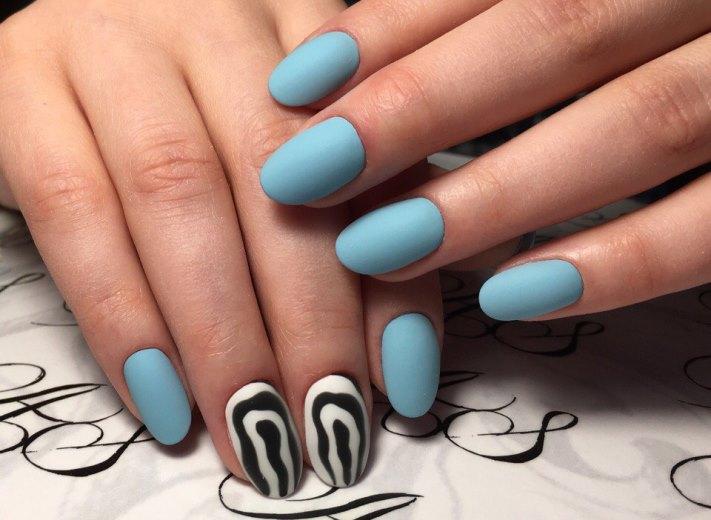 Маникюр на короткие ногти: абстрактные рисунки, художественные мазки, разноцветный мрамор, яркий цветочный принт (фото)