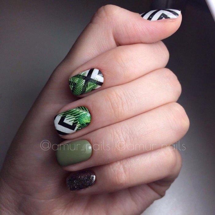 Модные рисунки на коротких ногтях в стиле ботаника