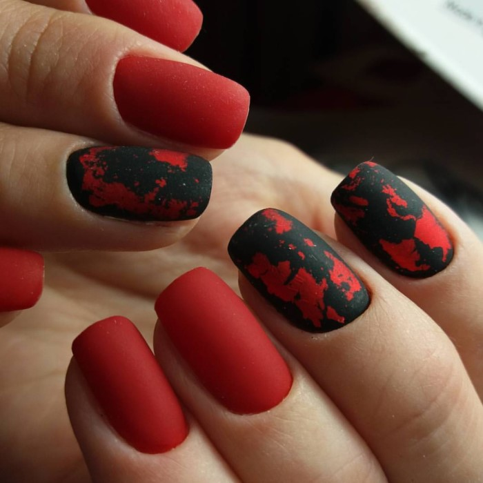 Маникюр на короткие ногти с фольгой (фото)