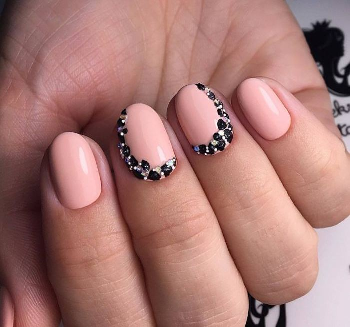 Фото маникюра розовым гель лаком на короткие ногти
