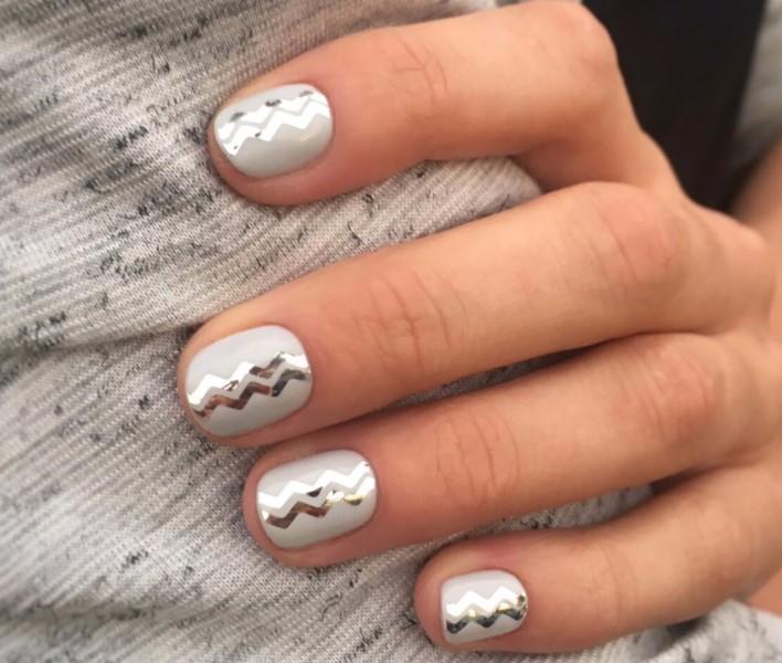 Полоски серебра на ногтях