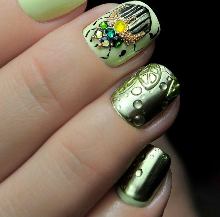 Модные оттенки зеленого гель-лака на ногтях