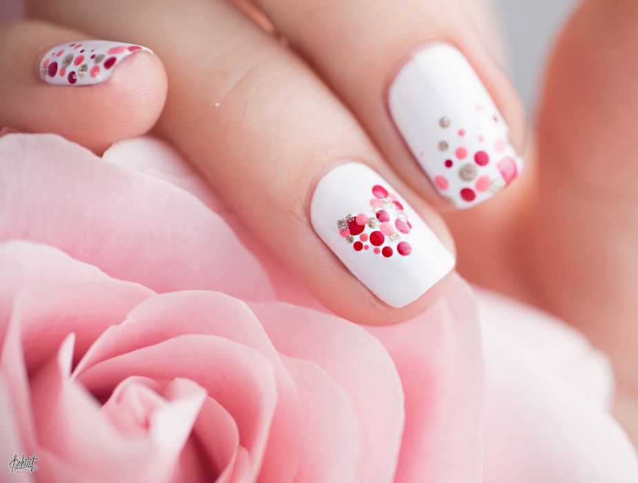 Маникюр на День святого Валентина с дизайном дотсом (14 февраля), фото