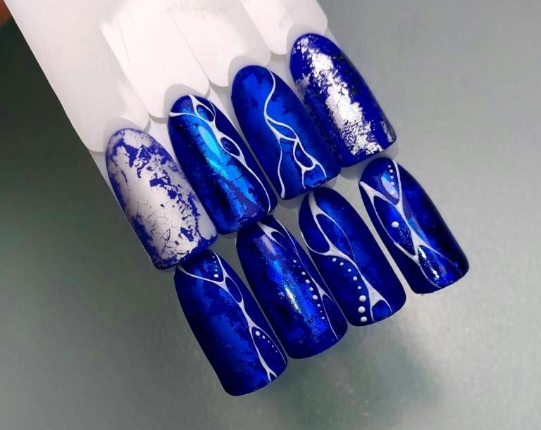 Новогодний дизайн ногтей 2020 фольгой, фото