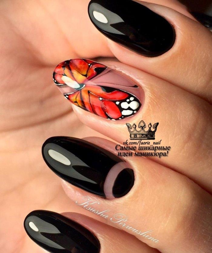 Очень красивая и натуральная бабочка на ногтях