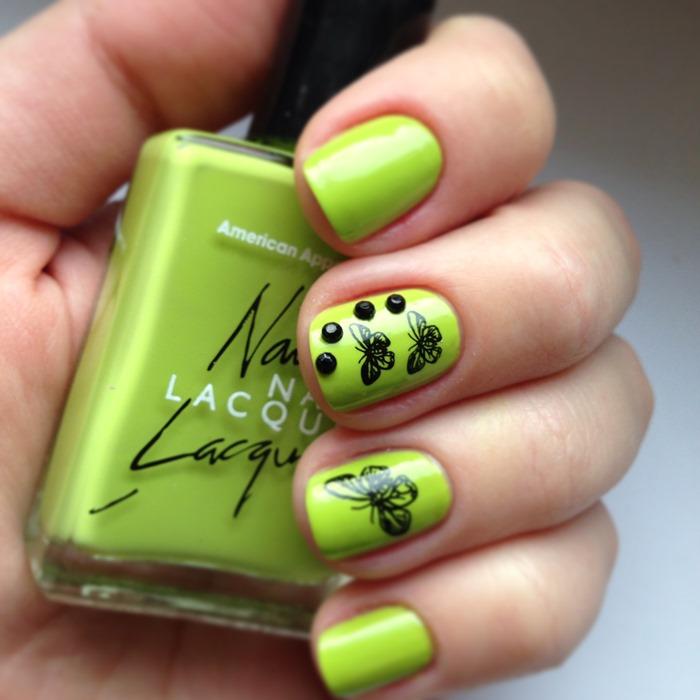 Наклейки в виде бабочек на ногтях