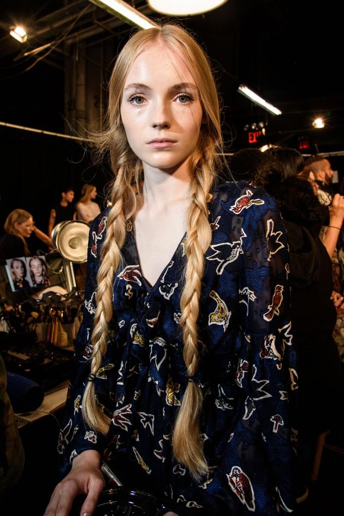 Модные прически, бохо-волны и косы 2018, фото