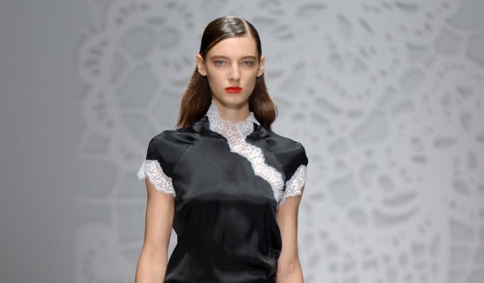 Модные прически с эффектом мокрых волос 2018, фото