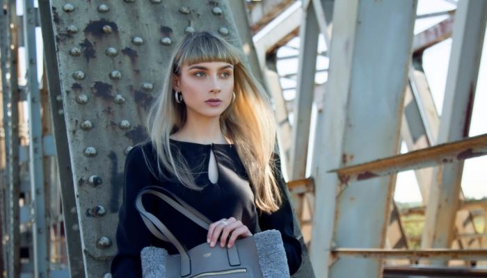 Модные прически с прямой челкой 2018, фото