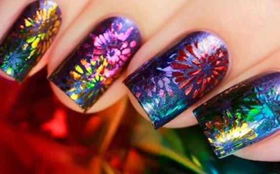 Новогодний маникюр 2019: стильный дизайн ногтей (фото)