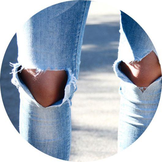 Что носить с рваными джинсами, фото