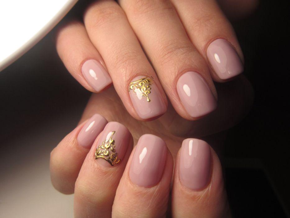 Рисунок на короткие ногти гель лаком золотом