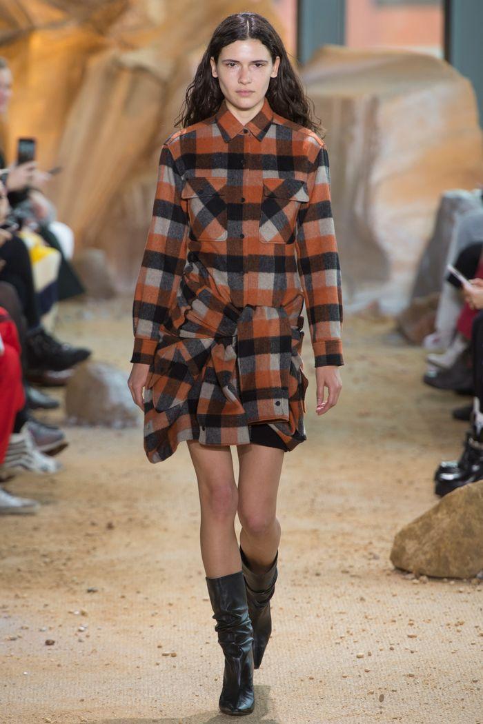 Модные платья осень-зима Lacoste