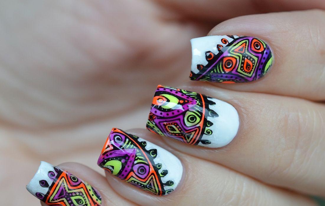 Ногти гель-лаком с ярким стемпингом