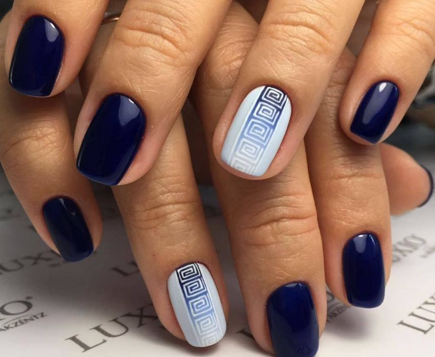 Геометрический градиент гель-лаком на ногтях