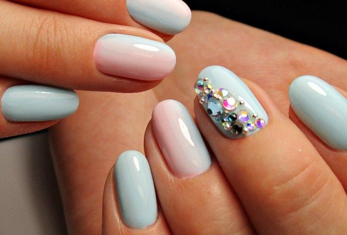Новинки дизайна ногтей гель-лаком на лето 2017 - декор стразами, фото