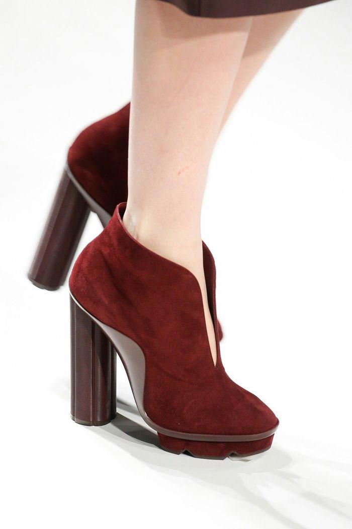 Модная обувь: ботильоны с глубоким вырезом на подъеме, коллекция осень-зима 2017-2018