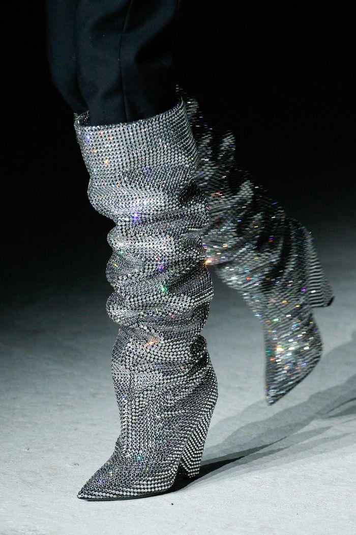 Модная обувь: сапоги металлик, коллекция осень-зима 2017-2018