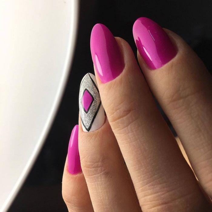Маникюр на длинные  ногти с покрытием шеллак: фото 2018 года