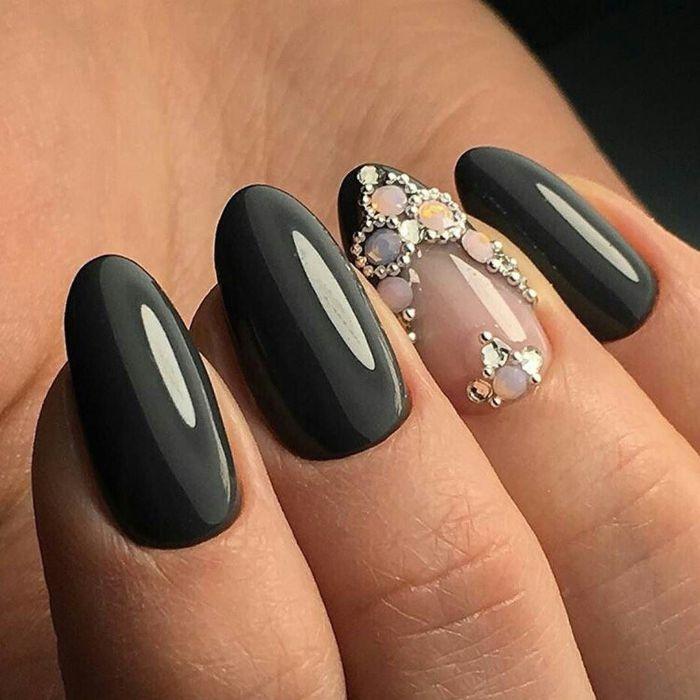 Тренд 2018 в дизайне шеллаком: декор стразами (инкрустация ногтей)