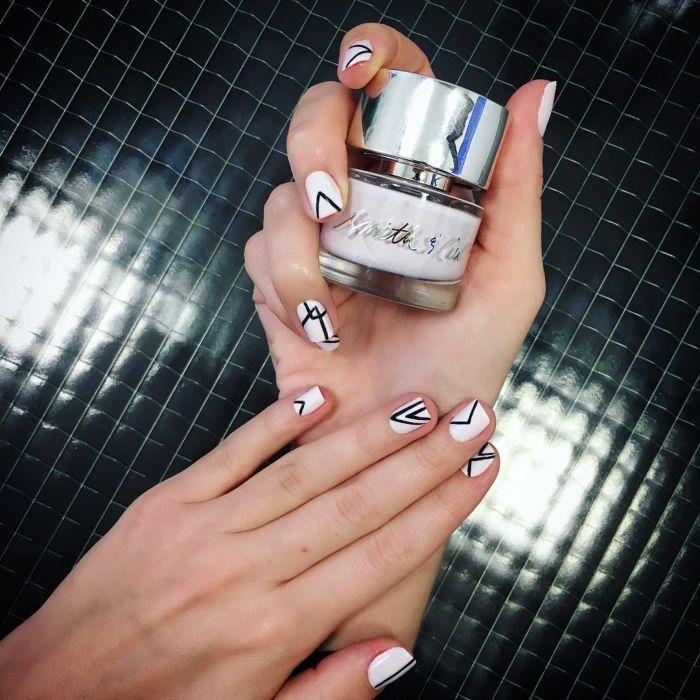 Несложный геометрический дизайн ногтей гель лаком, фото