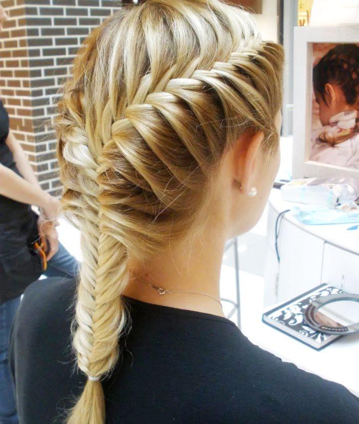 Фото прически рыбий хвост на средние волосы