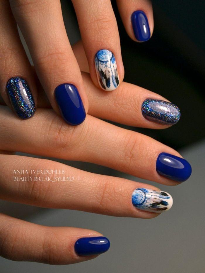 Синий маникюр, фото