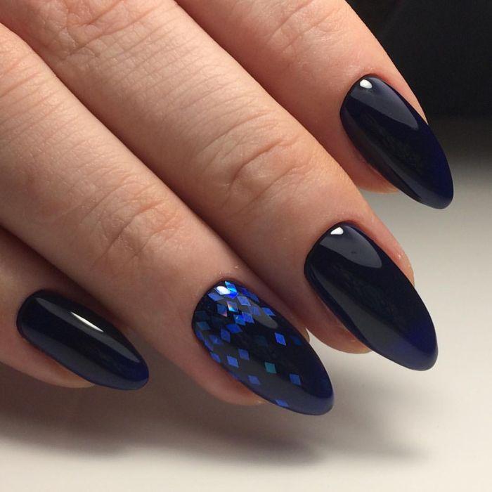 Маникюр темно-синий