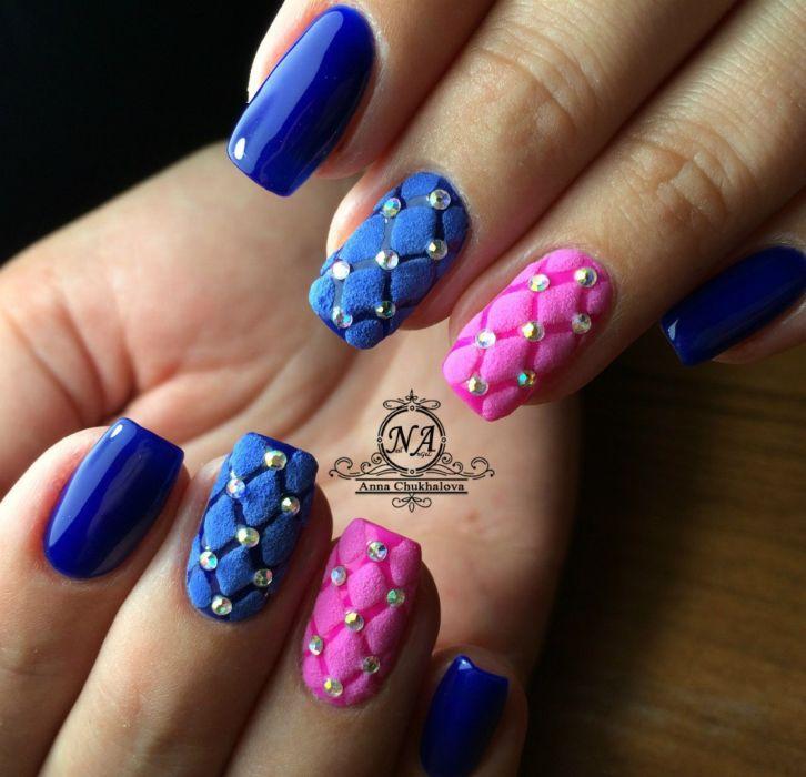Маникюр синий с розовым