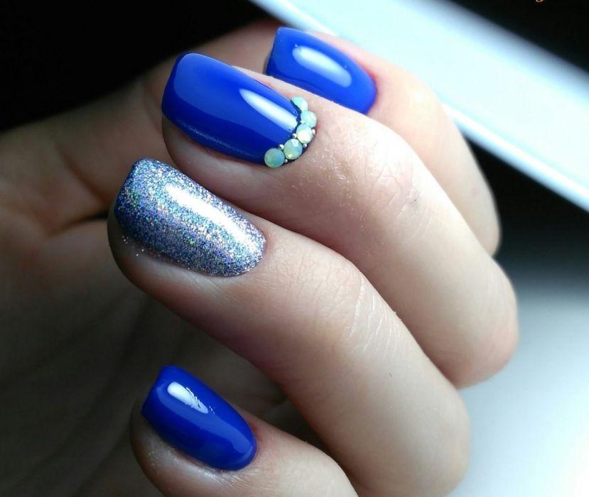 Маникюр синий с серебром
