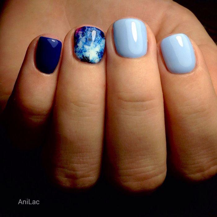 Маникюр синий с голубым