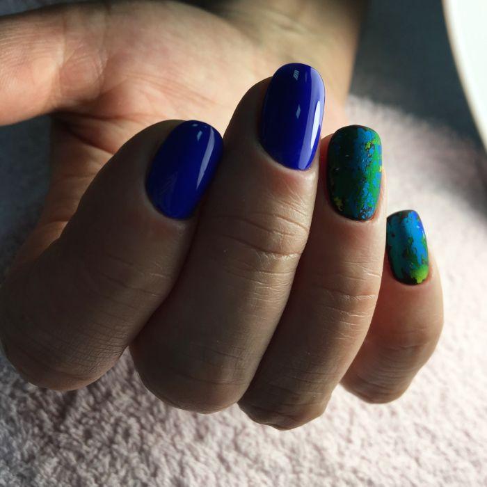 Маникюр синий с зеленым