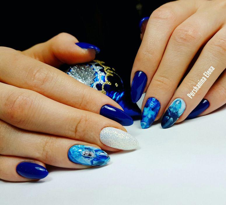 Фото красивого синего маникюра