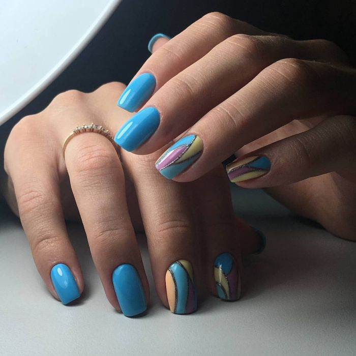 Идеи голубого маникюра гель-лаком