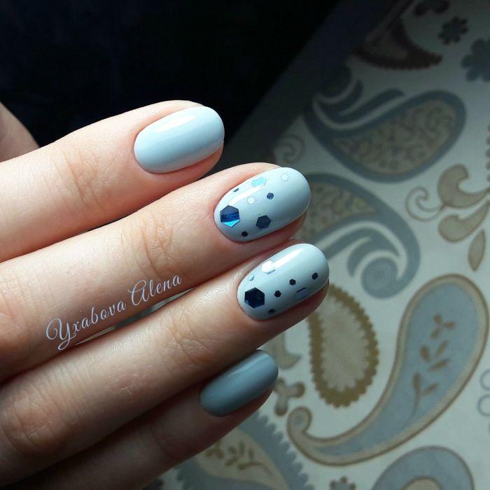 Идеи голубого маникюра на короткие ногти