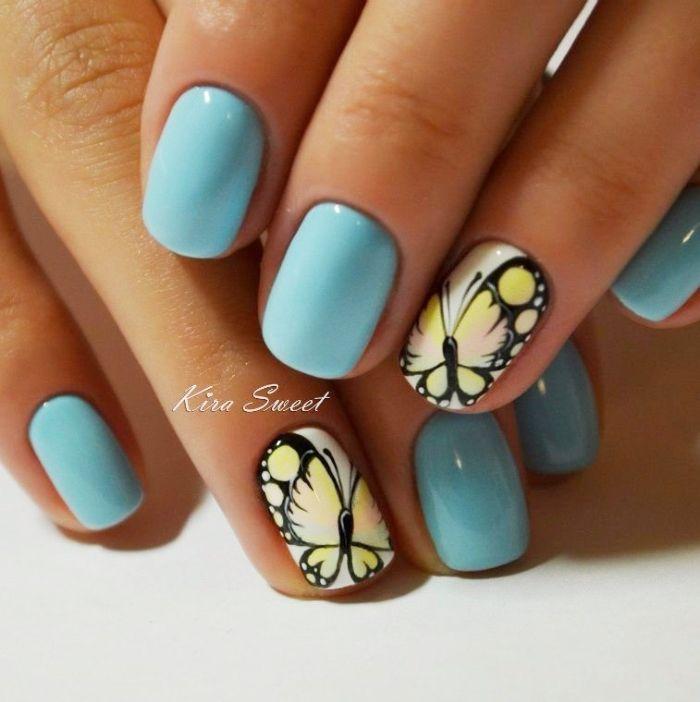 Голубой маникюр с бабочками